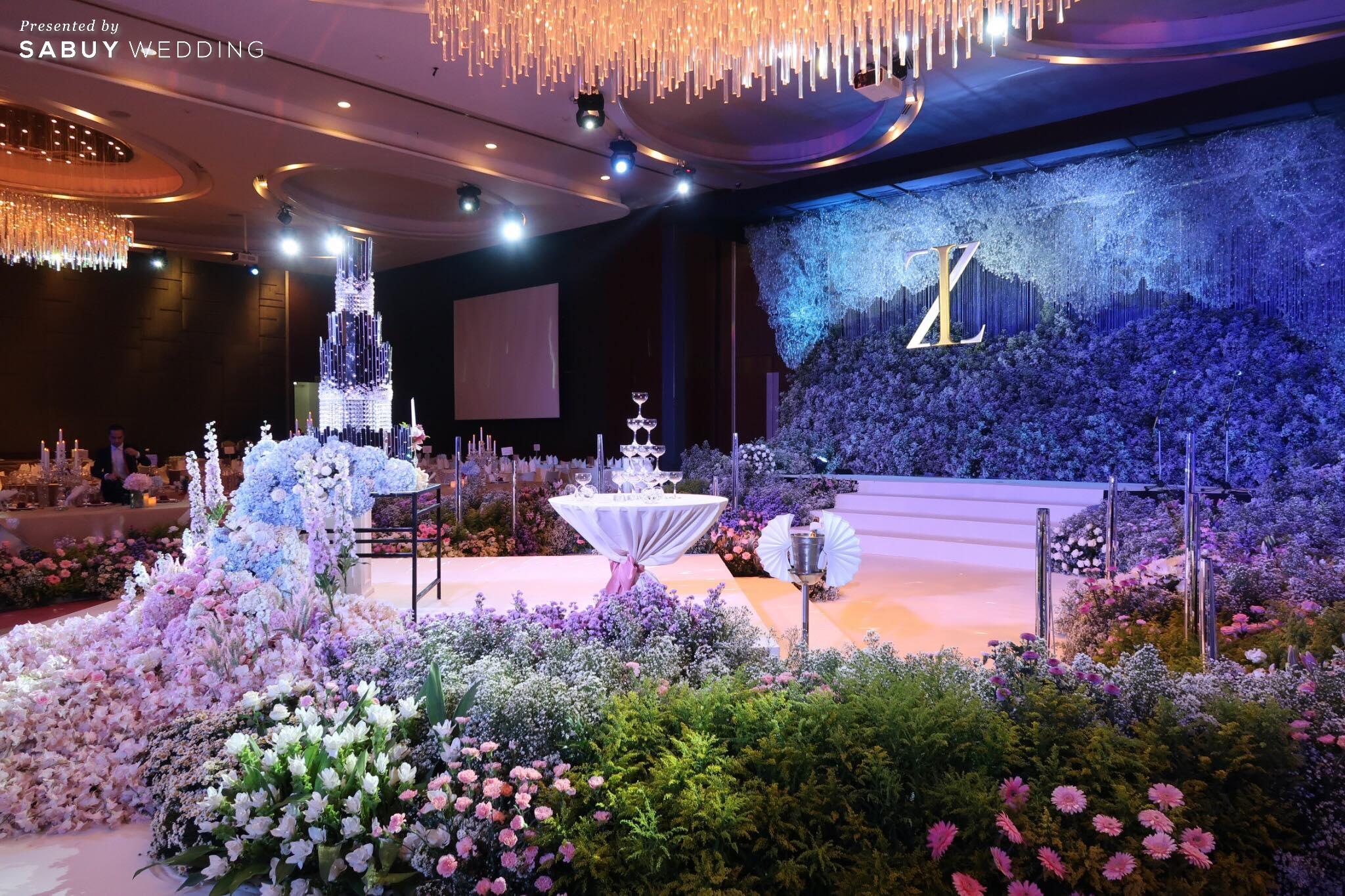 CDC Crystal Grand Ballroom,สถานที่แต่งงาน,สถานที่จัดงานแต่งงาน,สถานที่แต่งงานขนาดใหญ่,งานแต่งงาน,งานเลี้ยง,ตกแต่งงานแต่ง,จัดดอกไม้งานแต่ง,เวทีงานแต่ง CDC Crystal Grand Ballroom ห้องจัดเลี้ยงแชนเดอเลียร์สวยแกรนด์ ถ่ายรูปงานแต่งมุมไหนก็ปัง!
