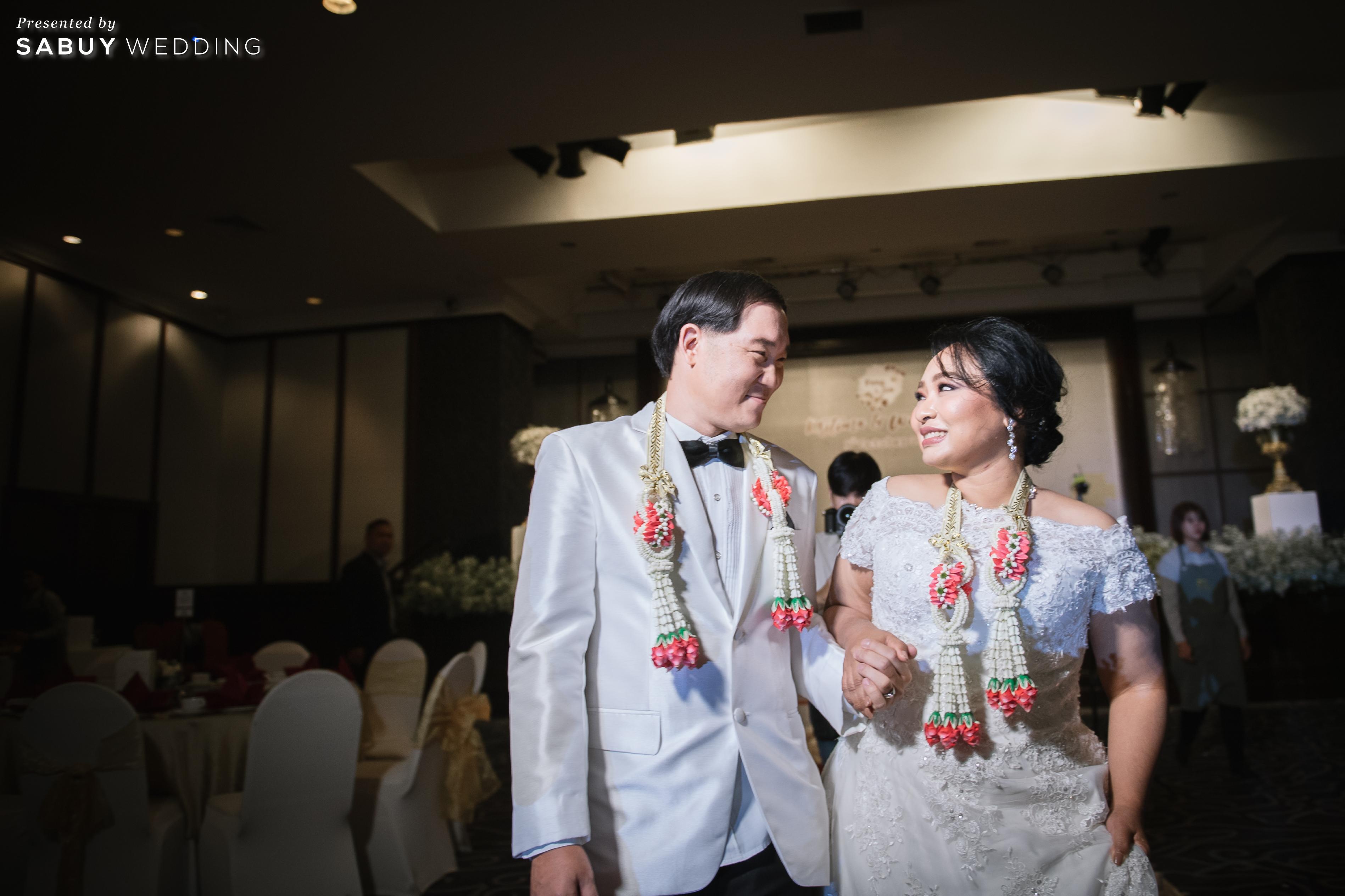 พวงมาลัยคล้องคอ,ชุดแต่งงาน,สถานที่แต่งงาน รีวิวงานแต่งสุดคลาสสิก กับกิมมิคแจกของรางวัล @ Narai Hotel