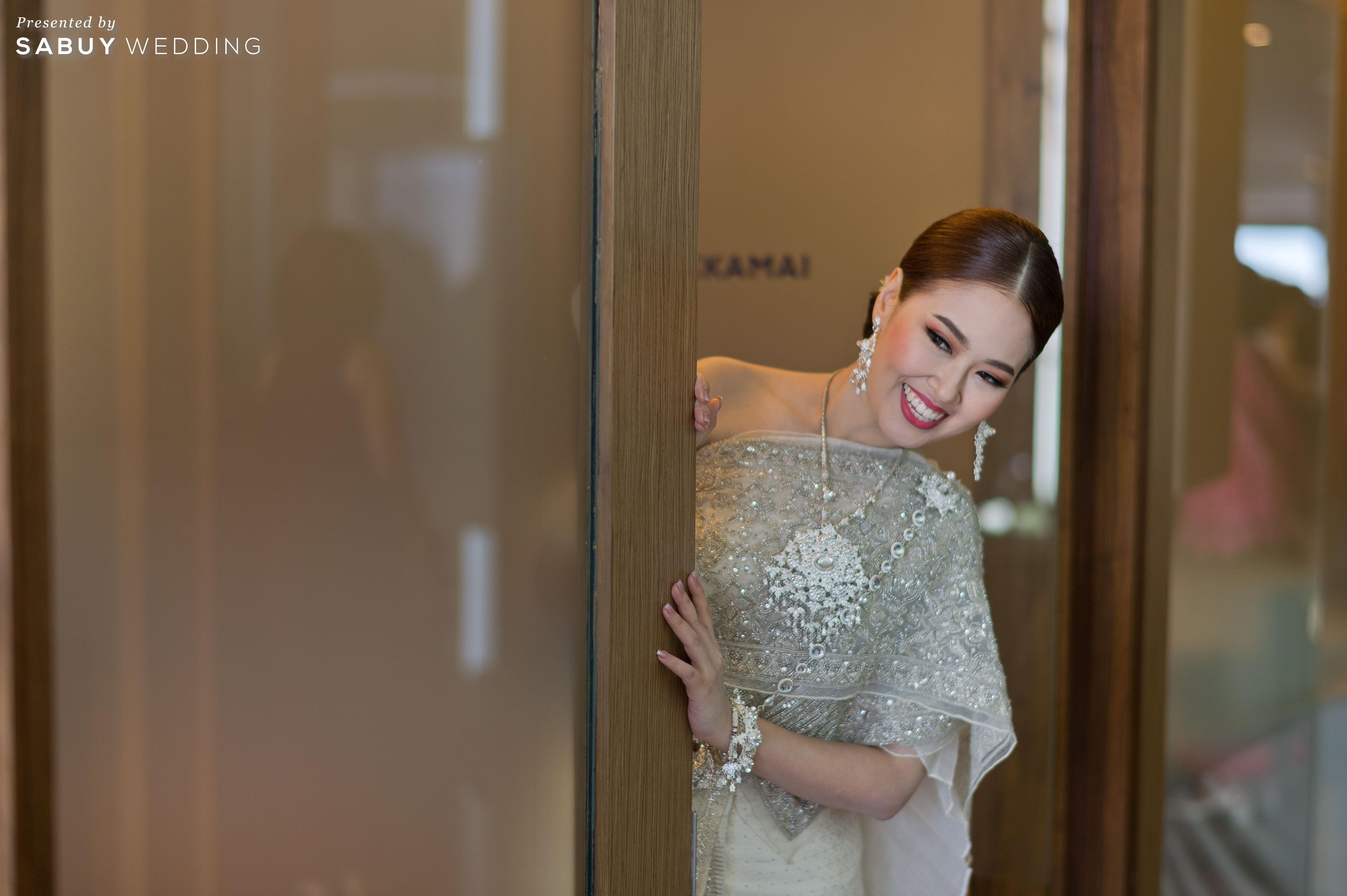 รีวิวงานแต่งธีม Red-Gold และพิธีหมั้นสุดอบอุ่นรับแสง Daylight @Novotel Bangkok Sukhumvit 20